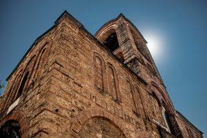Fasada srpskog manastira Bogorodice Ljeviške u Prizrenu