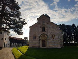 Lepota i spoljni izgled manastira Dečani zadužbine spskog kralja Stefana Dečanskog