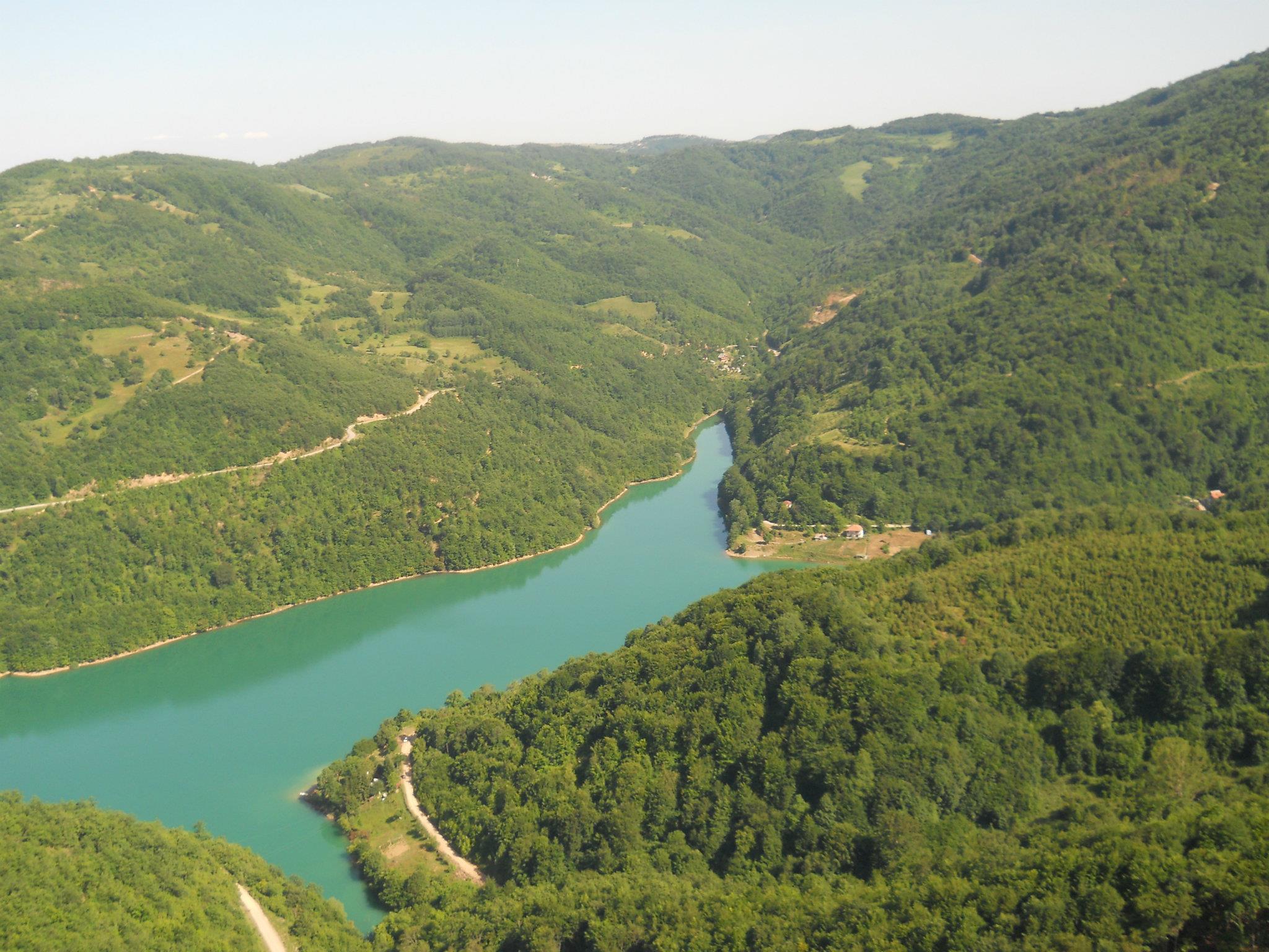 Ibarsko jezero Gazivode za hidrocentralu u Zubinom Potoku na kosovu i Metohiji vodeni resurs za letnju ponudu mladima i posetiocima ove lepote.