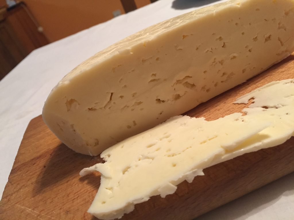 Kvalitet šarskog sira koji se pravi na Brezovici prepoznat je na svetskim trpezama po svom kavlitetu