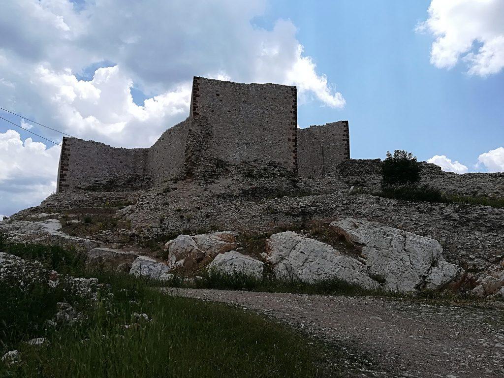 Srednjevekvovna tvrdjava u Novom Brdu kod Gračanice