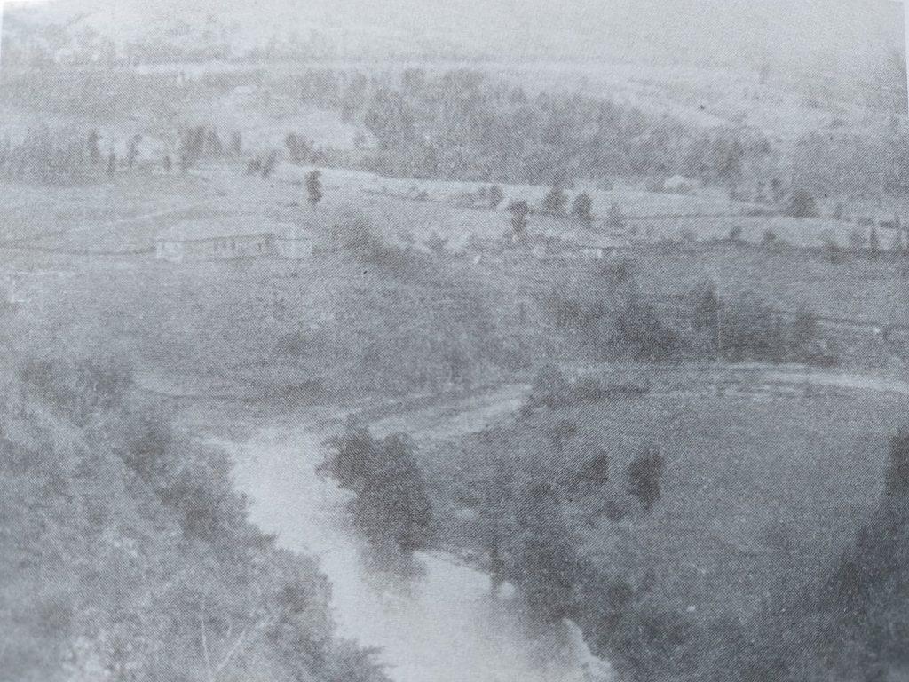 Zadružni dom u selu Rezala - Zubin Potok pre izgradnje brane