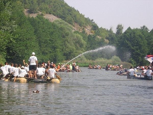 "<span style=""color: #ffffff;"">Rafting u srbiji splavarenje ibrom spust bez granica</span>"