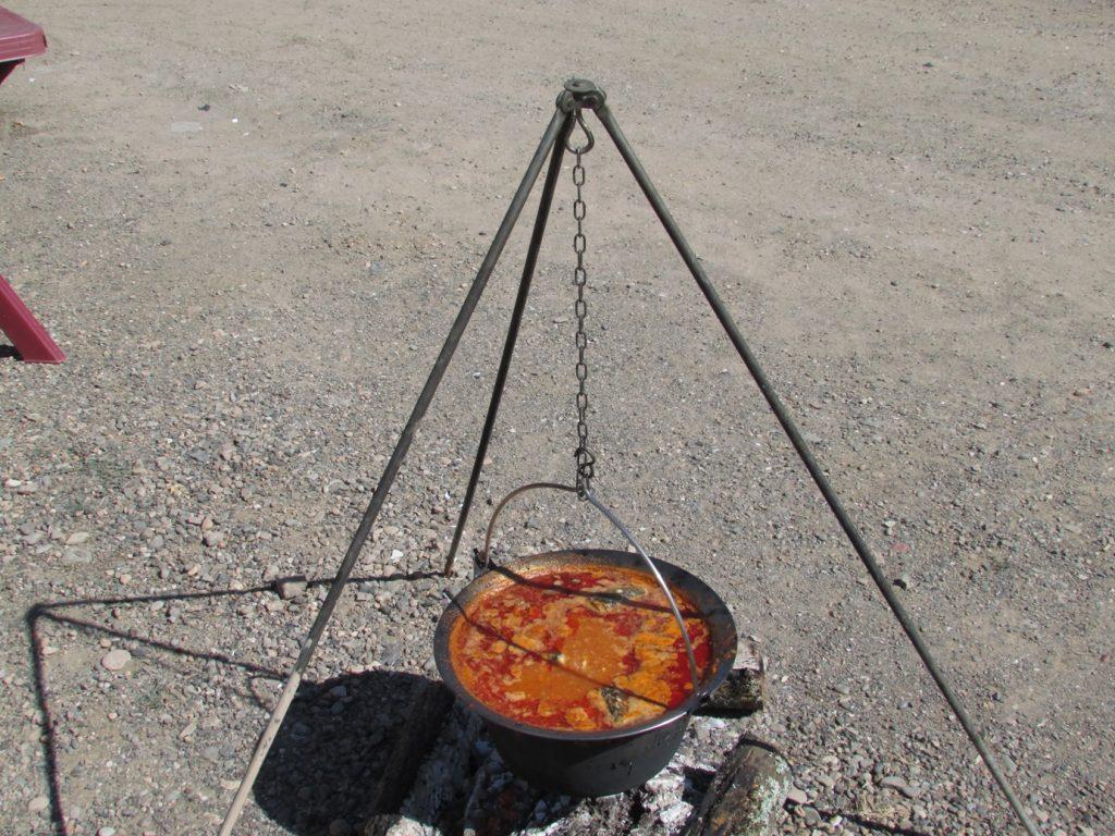 Priprema za kuvanje riblje čorbe na KAMPU Spusta Bez Granica
