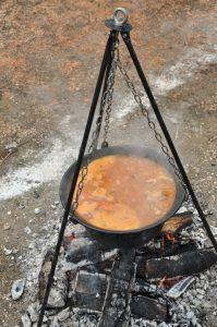 takmicenje u kavanju ribljih corbi pod kopaonikom na ibru na omladinskom kampu Spust Bez Granica Leposavić -> Raška