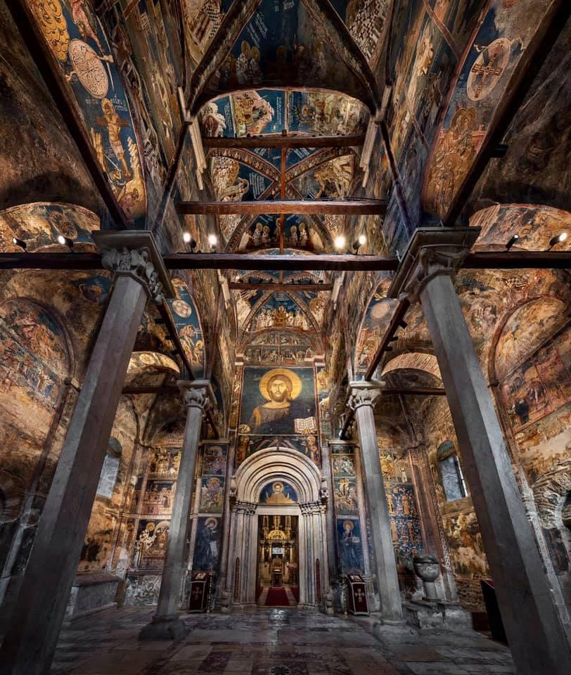 Ulaz u NAOS u Manastiru Decani - Hristos Svedrzitelj UNESCO lepota Srpske Pravoslavne Crkve - Srbije na Kosovu i Metohiji